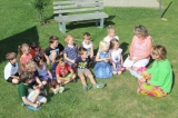 Foto: Peter Wieser   Auf dem Foto zu sehen sind: Die Vorschulkinder mit Bürgermeisterin Sandra Dietrich-Kast (ganz rechts) und daneben die Kinder- und Jugendbeauftragte Tanja Joas